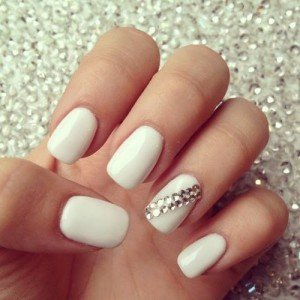 Ongles simples blancs