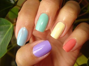 Ongles multicolores pastel - Ongle couleur ete ...